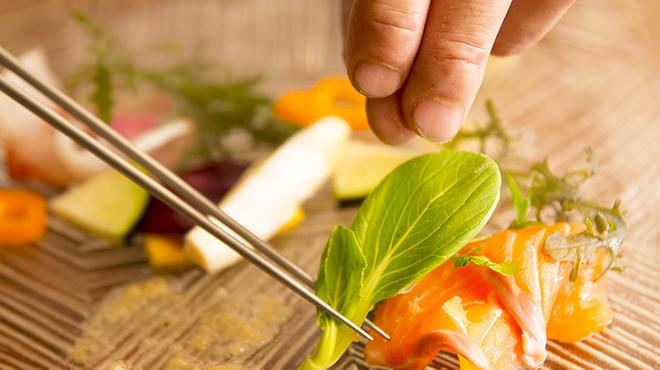 ペスカ - 料理写真:お皿をキャンパスに見立て、彩りを表現します