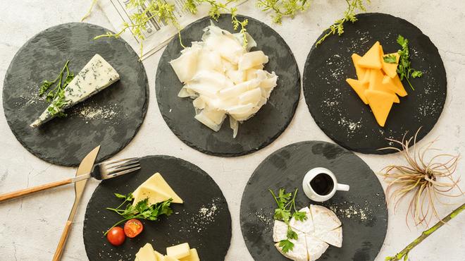 ラクレットチーズ&肉バル LODGE - メイン写真: