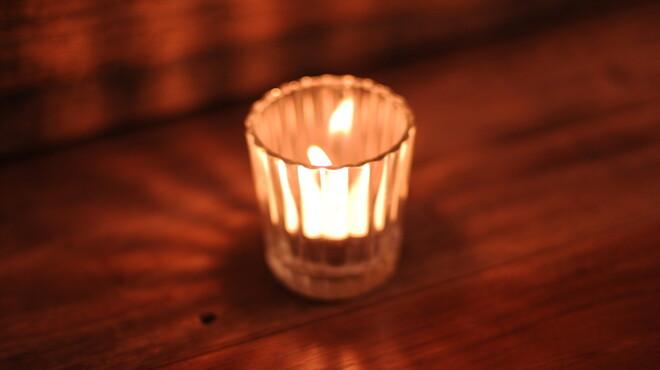 mols - 内観写真:キャンドルの優しい光と飲むお酒は格別です