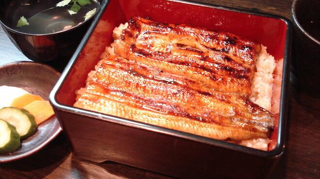 うなぎ 仙見 - 料理写真:一枚、一枚丁寧に焼き上げられたふわトロの鰻重