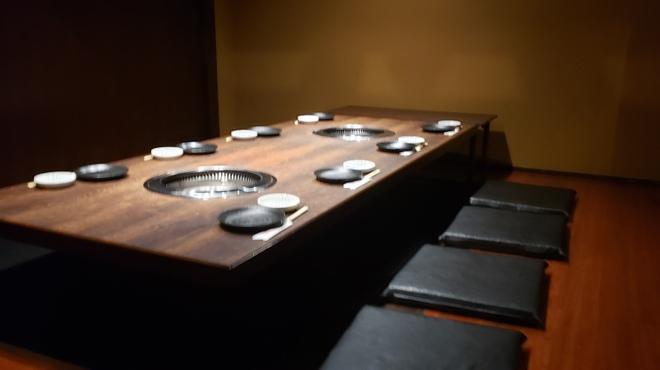 韓々 - 内観写真:7~8名様用堀ごたつ式個室