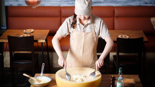 ワイン×チーズ料理専門店 チーズチーズカフェ - メイン写真: