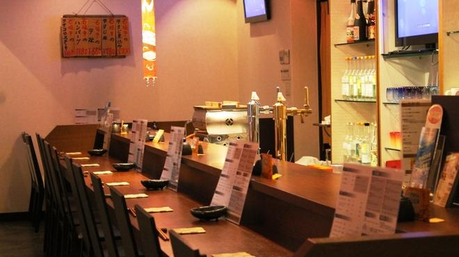 海八 - 内観写真:カウンター席が15席!お一人様でも女性でも気軽に入れます!!