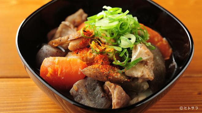 cafe&bar boo - 料理写真:秋田県産のこだわり味噌を使用。丁寧に下処理をし時間をかけて煮込んだ、自慢の一品『自家製もつ煮込み』