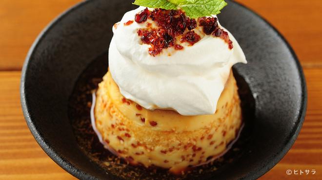 cafe&bar boo - 料理写真:SNS映えする一品。たっぷり生クリームがたまらない。無添加で優しい味『自家製プリン』