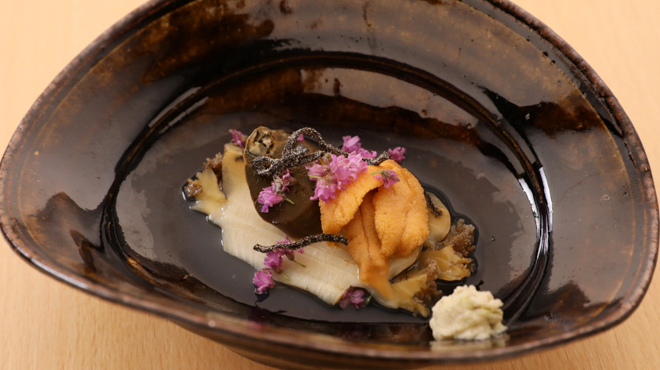 鮨 大和 - メイン写真:むしアワビの赤ウニのせ