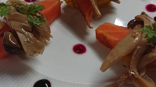 ビストロ エルエラ - 料理写真:マリネサーモンとキノコのマリネ