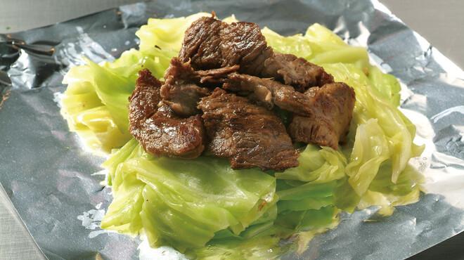 お好み焼 鉄板焼 ごっつい錦糸町 - 料理写真:じっくり煮込んだ牛肉とキャベツの絶妙な相性。『ごっつい』人気NO1!