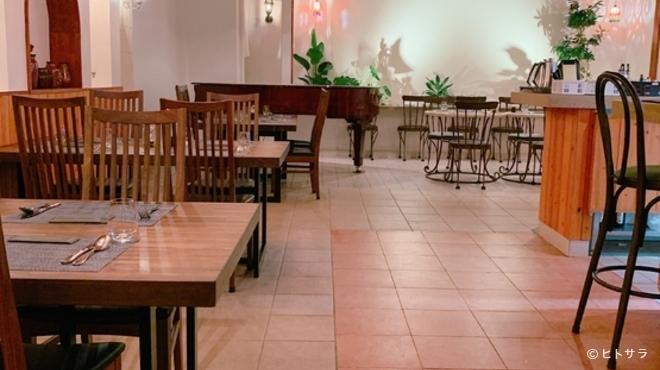 ピンサ ディ キョウト - 内観写真:スタイリッシュでエレガントな空間。大人の上質を体感