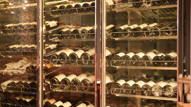 エアーズ イタリアン キュイジーヌ - ドリンク写真:世界中から取り揃えた3000本以上のワイン
