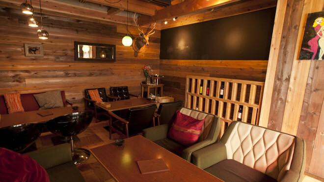 黒鉄 - 内観写真:2Fのテーブル席です。3組様まで!