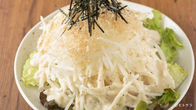 焼肉 おくう - 料理写真:マスタードに醤油が効いたドレッシング『パリパリ大根サラダ』
