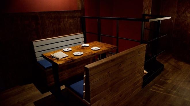 スペインバル カバナ - 内観写真:2階吹き抜け横の4人席
