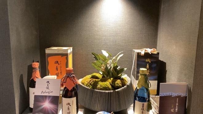 六献 - ドリンク写真:プレミアム日本酒ご用意