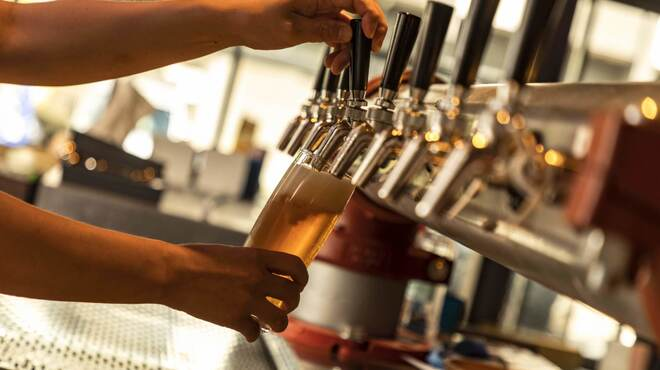 ミート デリ ニクラウス - ドリンク写真:注ぎ方にもこだわり、ビールの美味しさを最大限引き出しています。