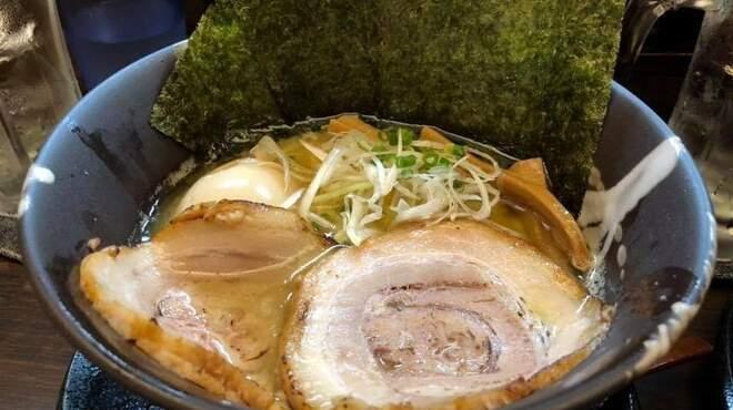 麺匠 藩次郎 - 料理写真:特製げんこつ醤油ラーメン