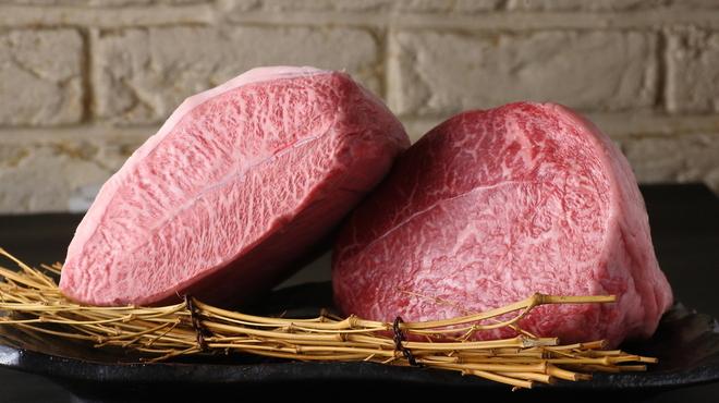 やきにくCHAN - 料理写真:9周年がたち、ブレずに安全・旨いお肉を料理長自ら厳選して仕入れを!!