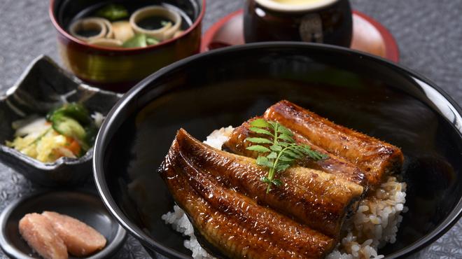 うな神 - 料理写真:うな丼(壺ぷりん付き)