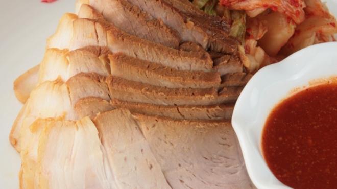 幸喜屋 - 料理写真:【ポッサム】 蒸した豚肉で自家製キムチを巻いて、チョジャンに付けて召し上がる一品。