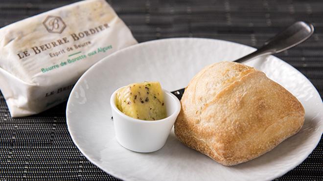 馳走2924 - メイン写真:パンとバター(フランス空輸)