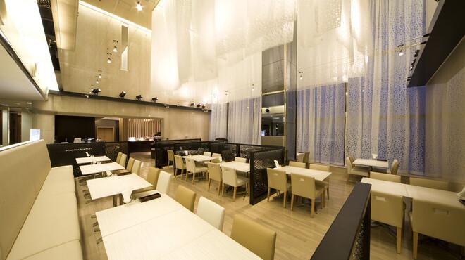 クオーレ - 内観写真:白を貴重とした広々とした空間です。