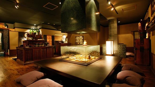 魚貝三昧 げん屋 - 内観写真:1階 大テーブル席
