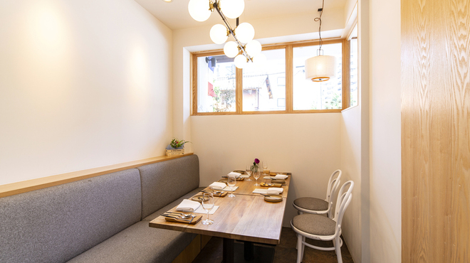 フランス料理 サンク - 内観写真:特別な日に大切な方と。接待でもご利用いただけます。完全個室