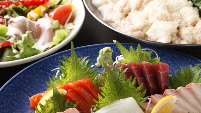 もつ鍋らく - 料理写真:刺身盛とコース料理