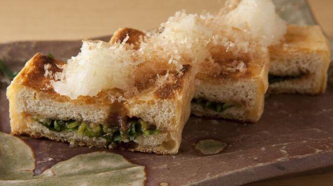 つみき - 料理写真:新潟名物 栃尾の油揚げ ねぎ味噌焼き(納豆挟み焼きもあります) 500円