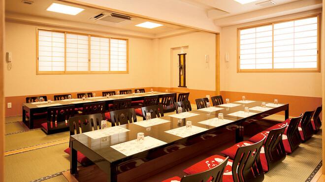うなぎ福本 - 内観写真:2階宴会場3名様~50名様まで、少人数の個室としてもご利用可