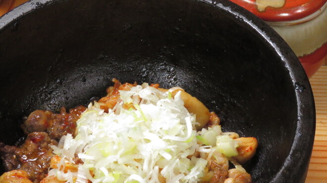 鶏ネバーランド  - 料理写真:名物石焼ホルモン