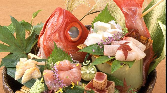嬉らく人 - 料理写真:明石漁港から直送の鮮魚も豊富