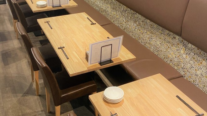 M3 - 内観写真:テーブル席