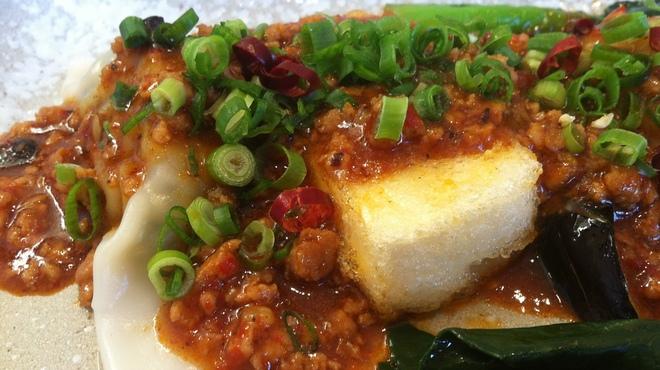 てぃーだ - 料理写真:水餃子、揚げ出し豆腐、揚げなすに激辛麻辣をかけました。
