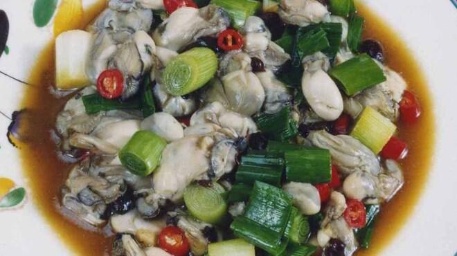 紅爐餐廳 - 料理写真:台湾風カキ炒め 台湾醤油とネギさっと炒めた季節限定の一品