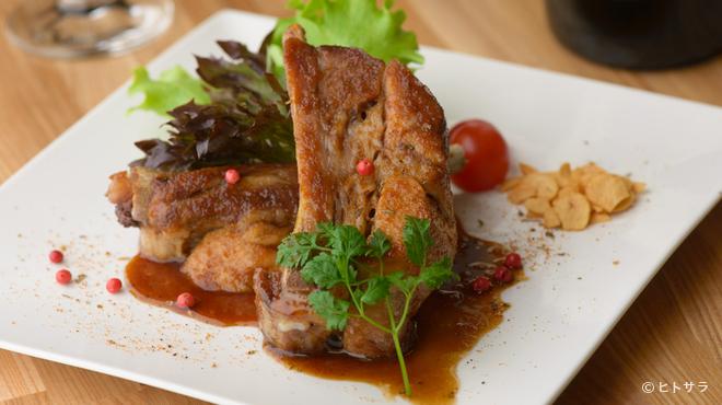 欧風料理酒場 カミイ - 料理写真:上品な旨みを閉じ込めながらカリッと焼き上げた『能登豚のスペアリブ』