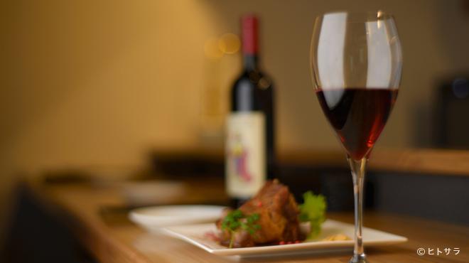 欧風料理酒場 カミイ - 内観写真:美味しい料理とワインに酔いながら、大切な人と素敵な夜を