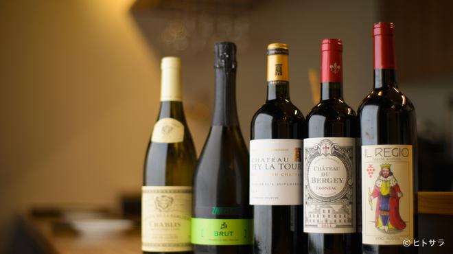 欧風料理酒場 カミイ - ドリンク写真:店主が自分の舌で確かめた、料理に合う上質なワインをセレクト