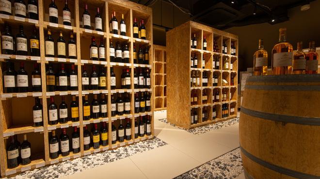 オ・ボルドー・フクオカ - ドリンク写真:地下にある自慢のワインセラー