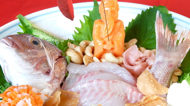 いけの飯店 - 料理写真:新鮮な鯛のおいしい中華刺身です