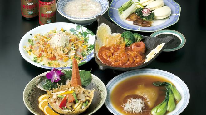 いけの飯店 - 料理写真:特製フカヒレ姿煮、北京ダックやアワビのクリーム煮などの高級食材も自慢です。