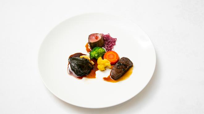 フランス料理ビストロやま - 料理写真:鹿のローストと鴨肉のソテーと牛頬肉の赤ワイン煮の盛り合わせ