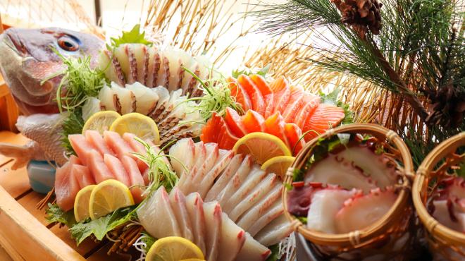 ビュッフェレストランサンシア - 料理写真:新鮮なお刺身も食べ放題!
