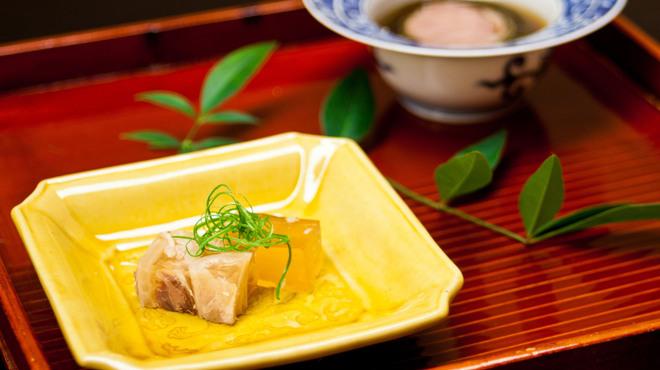 にくの匠 三芳 - 料理写真:先付 煮こごりと昆布巻き