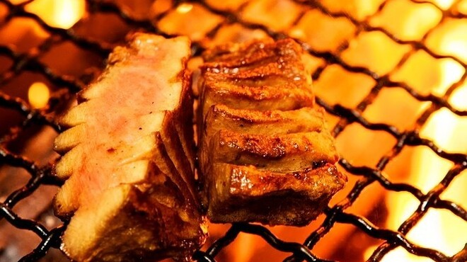 牛タンとがぶ飲みワイン まつ田屋 - メイン写真: