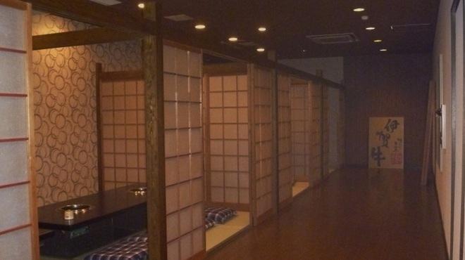 焼肉だるま - 内観写真:和室40人、テ-ブル席60人(すべて半個室)