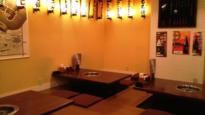 肉のすずき - 内観写真:席広い・おしゃれな空間