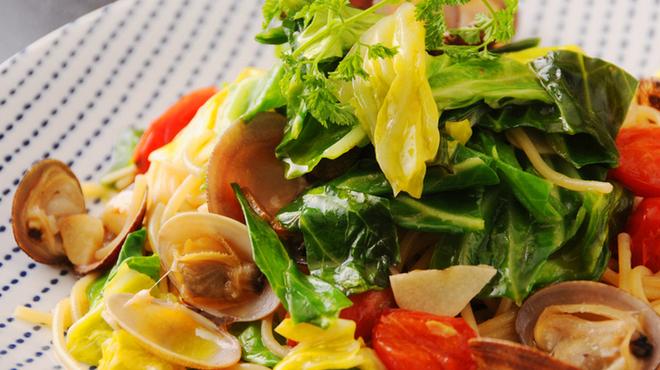 八金 - 料理写真:あさりと春キャベツのペペロンチーノ