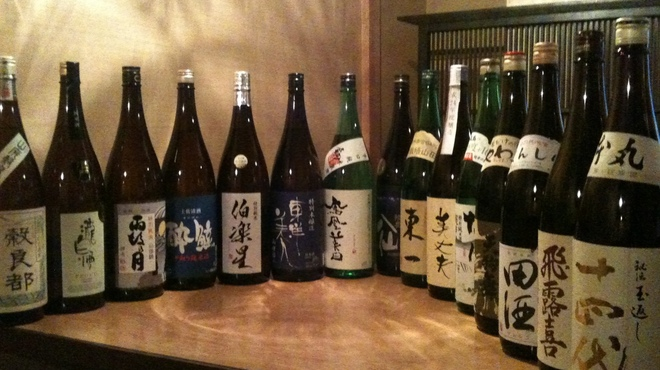 魚輝 - 料理写真:日本酒グラスで500円、プレミアムは800円(田酒、十四代、飛露喜)