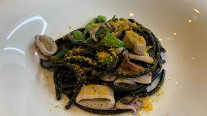 PRIMO - 料理写真:イカスミのスパゲッティ『フェリチェッティ』菜の花 からすみ